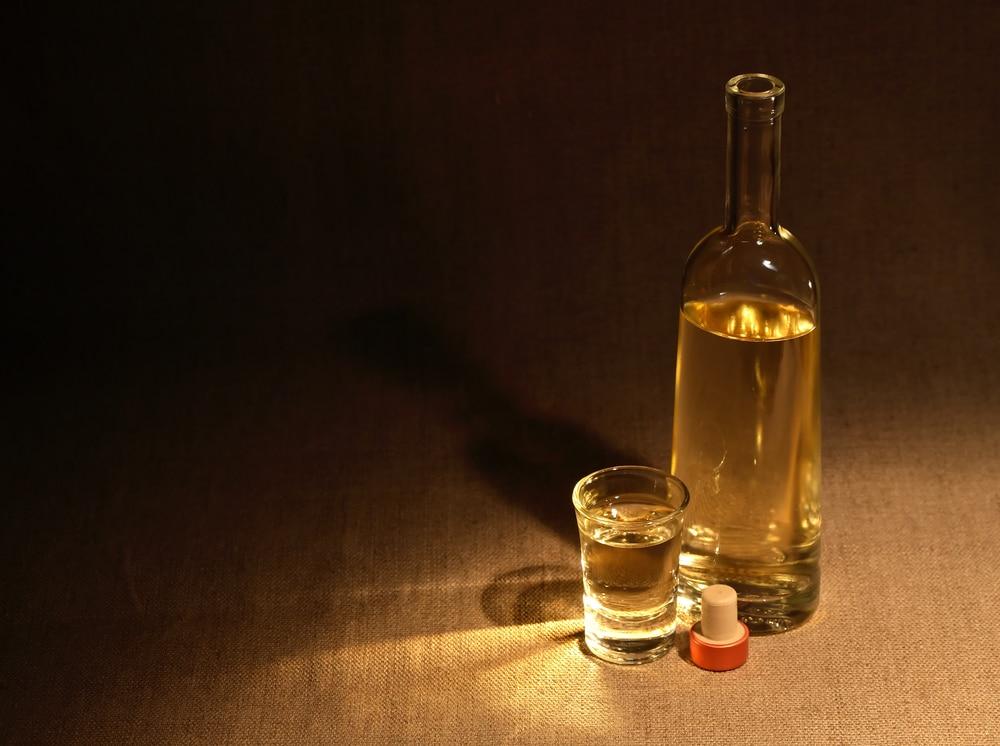 бутылка самогона