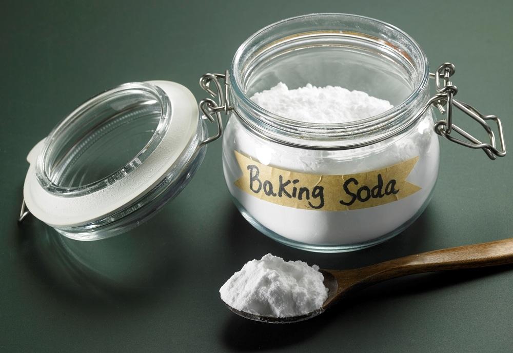 Очистить самогон содой